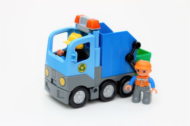 Lego Duplo garbage collection truck Childhood Childrens Toys Kinder Spielsachen Kinder Spielzeug Kinderspielzeug Lego Duplo Lego Duplo Cars Lego Duplo Fahrzeuge Lego Duplo Garbage Collection Lego Duplo Photography Lego Duplo Toys Lego Duplo Truck Lego Duplo Vehicle Plastictoys ProduktFotografie Spielsachen Spielzeug Fahrzeuge Studio Shot Toy Transportation White Background