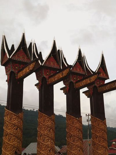 an iconic gate: welcome to nagari 1000 rumah gadang RumahGadang Ornament Carving Gates Gate Ukiran Monument Welcome Entrance City Sky Architecture Entryway City Gate