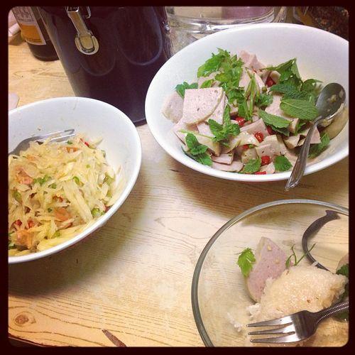 Homemade Papaya salad and Thai style Vietnamese sausage salad w mostly organic ingredients! Yummmeeeee!! 😍 Thaifood Vietnamesesausage Thairedandgreenchili Ohsospicy Stickyrice Organicgreeens Organicpapaya Organiclime Ilovespicyfoods Freshlimejuice Homemadefoodftw
