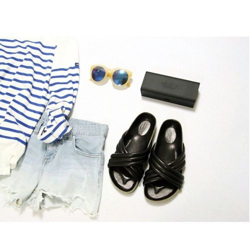 - 여름이 기다려지는 ? Ootd Daily SAINTJAMES Crossslides look denim shorts muzik sunglass mirrorsunglass stripe blue summer holdensandals