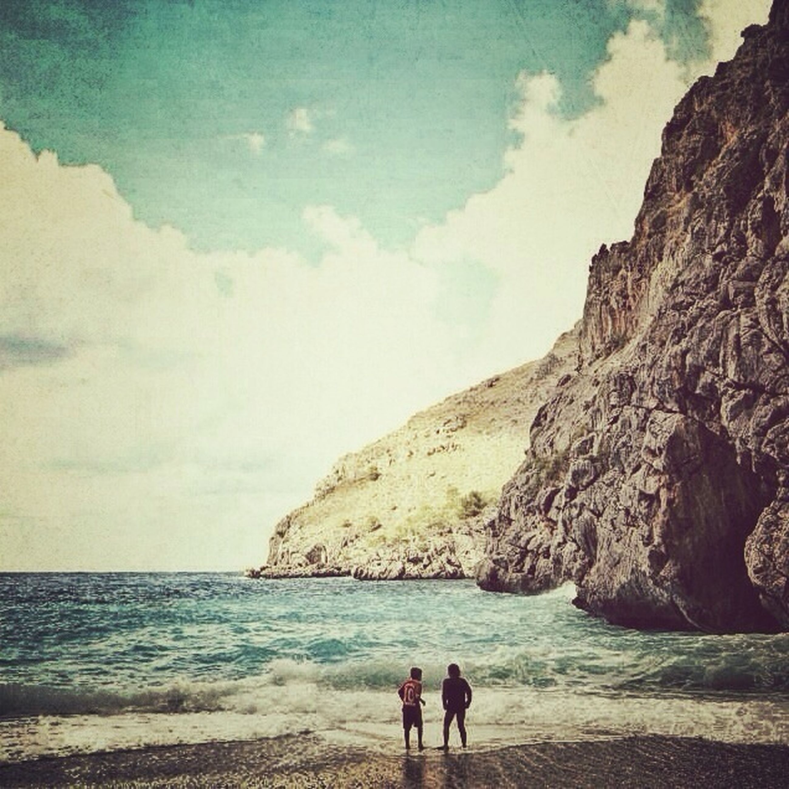 sea, beach, water, sky, leisure activity, lifestyles, men, togetherness, horizon over water, shore, scenics, vacations, beauty in nature, tranquility, person, tranquil scene, nature, rock - object