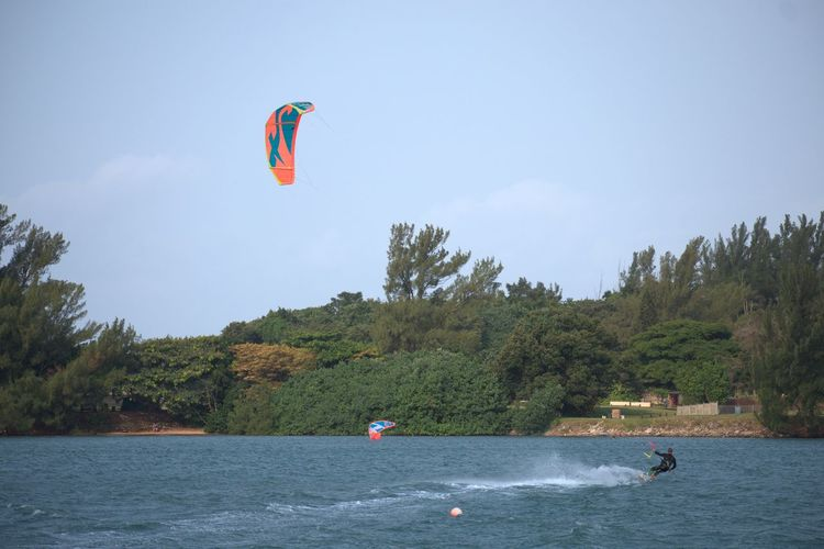 KiteSurfing Kitesurfing Kite Kiteboarding Water Extreme Sports Flying Headwear Sport Water Sport Surfboard Parachute