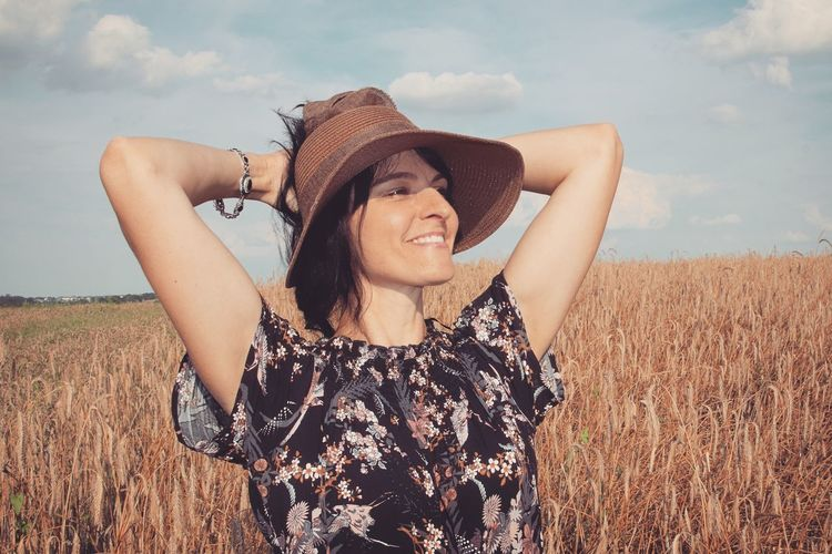my love EyeEm Selects Portrait Cereal Plant Women Wheat Smiling Rural Scene Young Women Beauty Beautiful Woman Summer Hand In Hair Posing Ear Of Wheat Wiltshire Rye - Grain Boho Corn - Crop International Women's Day 2019