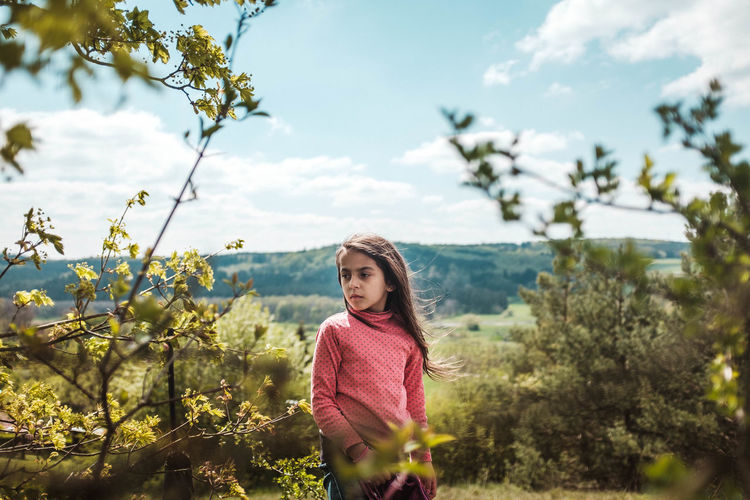 Portrait von neiner Tochter während einer kleinen Wandertour. Aufgenommen mit meiner Fuji X100T FujiX100T Nature_collection Taking Photos Relaxing Mirrorless Mikadign Lifeisbeautiful Kids Nature Fujifilm_xseries Travel Photography Open Your Eyes