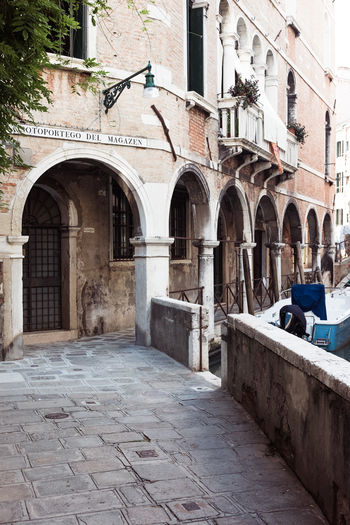 Arch Architectural Column Architecture Building Building Exterior Built Structure City Day Group Of People History Incidental People Lifestyles Men Old Outdoors People Real People Sitting Street The Past Venice Wall