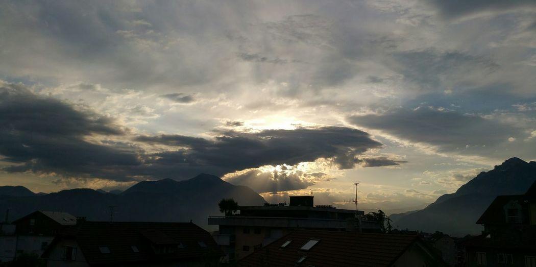 Bonjour à tous et toutes !🙏🌸🌞 ! à Tous Et Toutes ! Storm Cloud Cloud - Sky Sky No People Good Morning No Filter No Edit/no Filter