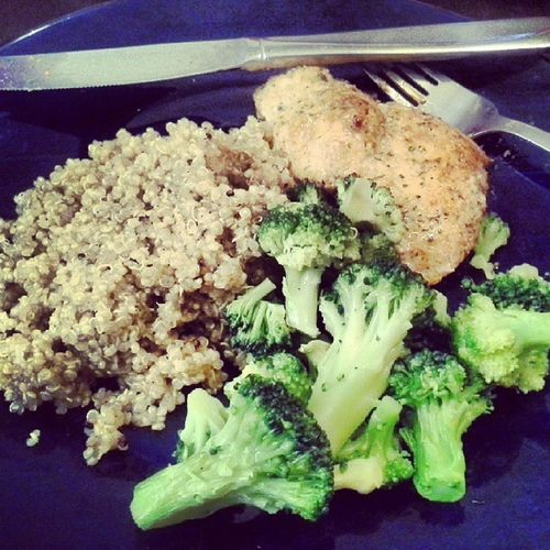 Chkn quinoa and brocoli Foodie Yummo