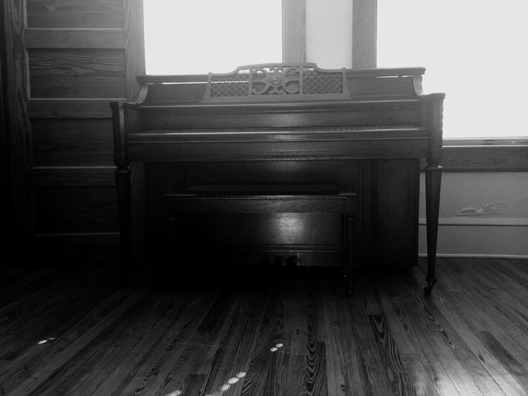 Piano Old Piano Vintage Vintage Piano Cassadaga Florida Ivories  Hardwood Floor Portrait Window