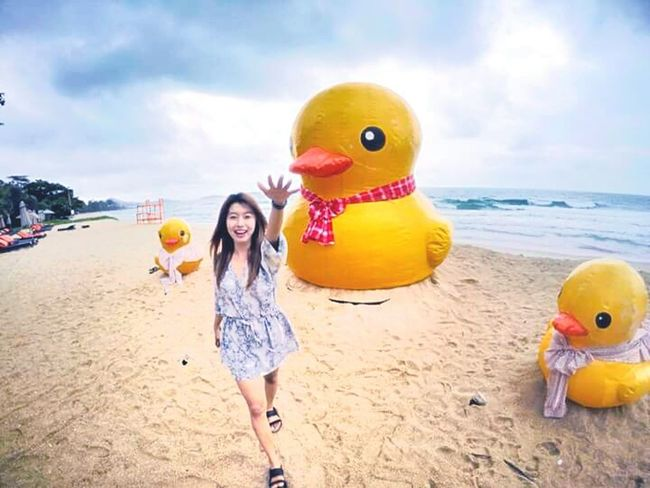 Giant Duck @KohSamui Thailand Sea And Sky Duck Kohsamui Nature Traveling That's Me Travel Smile Enjoying Life Taking Photos