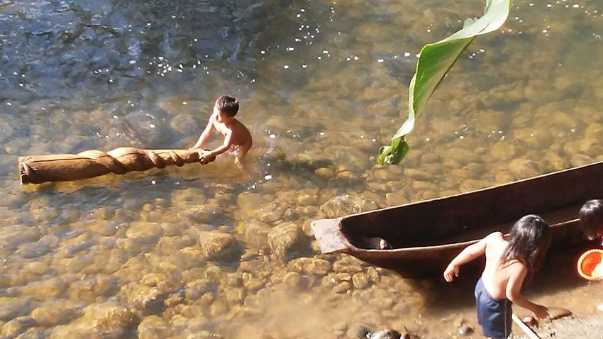 Water Swimming Children Having Fun In The Summertime Nature Ecuadorturistico South America Children Of The World Canoe And Water