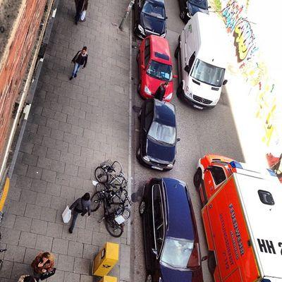 Altonaer Poststraße ist gerade dicht wegen #RTW-Einsatz. #Altona Altona Rtw