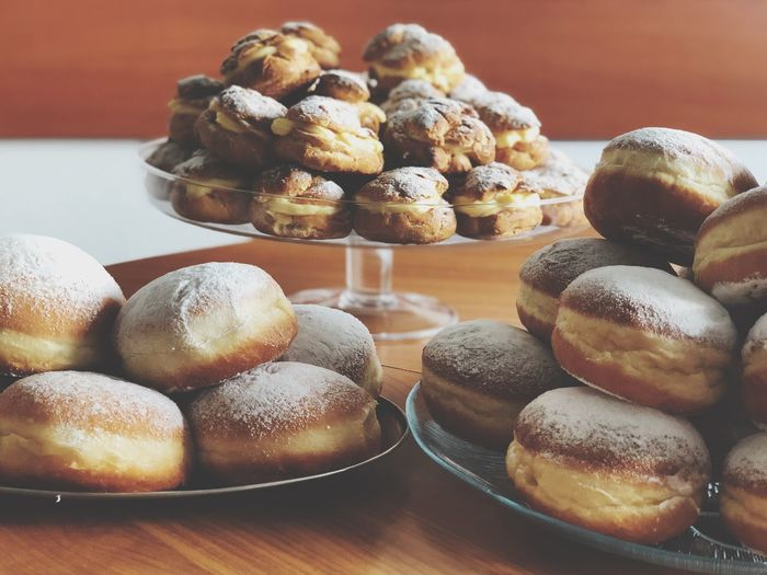 Brown Wooden Cream Sugar Home Made Traditional Donut Food And Drink Food Freshness Sweet Food Sweet Table Indulgence Unhealthy Eating Ready-to-eat Indoors  Still Life Dessert Baked Temptation No People Close-up Plate Large Group Of Objects Serving Size
