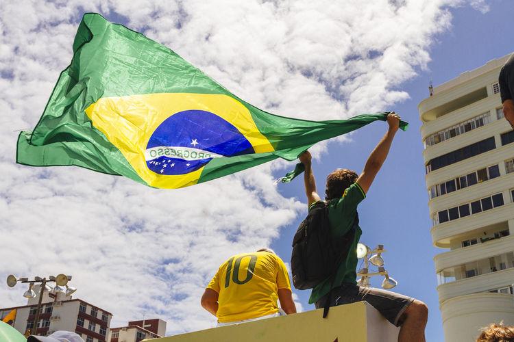 Brazil Brazilian Flag Dilma Roussef Flag No Corruption Peacefull Protests Presidential Impeachment Protests Protests In Brazil Ptsd Awareness Riot Sunny Day The Photojournalist - 2016 EyeEm Awards Yellow Shirt Fuji Astia The Photojournalist - 2017 EyeEm Awards