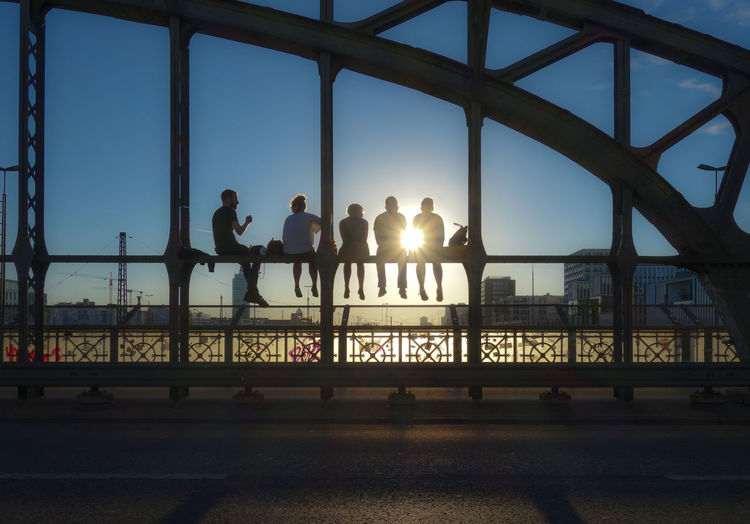 Back Lit Bridge Brücke Chilling City Life Clear Sky Freunde Friends Hackerbrücke Lens Flare Party Relaxing Silhouette Sky Sun Sunset Sunset_collection Together Togetherness Tourism Colour Your Horizn Modern Hospitality