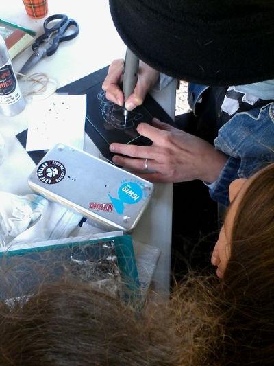 Atelier de dessin, gravure sur verre... Initiation à la gravure sur verre, dessin, etc... Les ateliers créatifs c'est tous les samedis :) Portes ouvertes tous les week-end à L'atelier du Rouloir en face de la Gare /-) http://collectif.gare-de-conches.org/enervements GardeConches