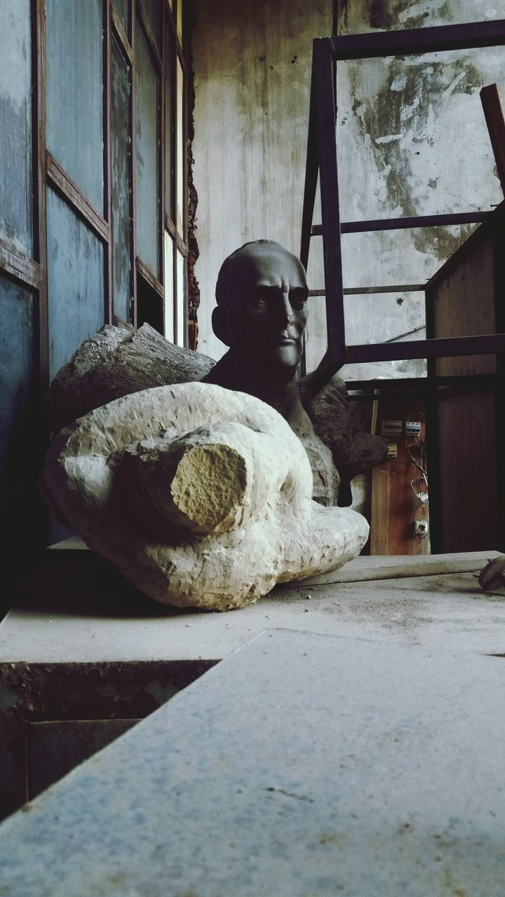 architecture, abandoned, built structure, statue, no people, history, sculpture, day, indoors, building exterior, close-up