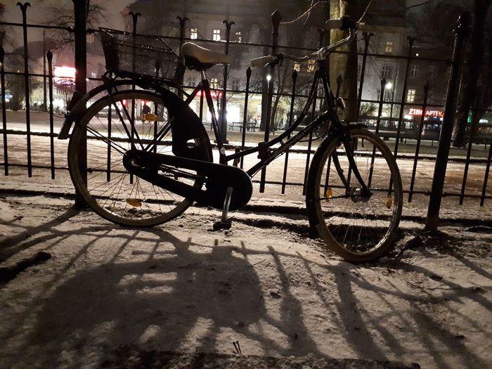 Bicicleta Bicicletta Biciclette śnieg Snow Neve Naige Night Noc Nuit Nacht Noche Noite Planty Stationary Bicycle Rack Shadow