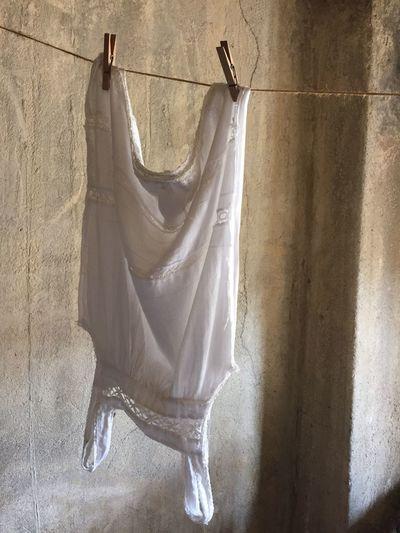 Laundry, Clothesline chemise