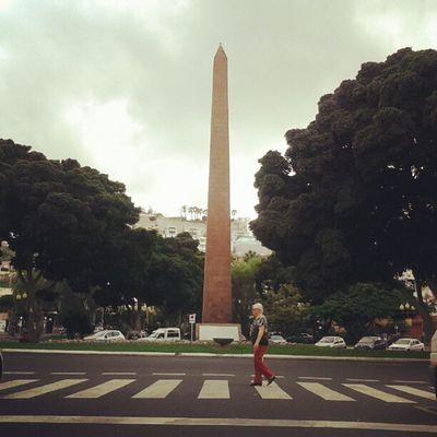 La versión canaria del Abbey Road de The Beatles.   Canary version of The Beatles' Abbey Road cover. LasPalmas Islascanarias Canarias Canaryislands Obelisco Square PasoDePeatón Crosswalk CanariasViva Igers IgersLpa IgersLasPalmas PicOfTheDay