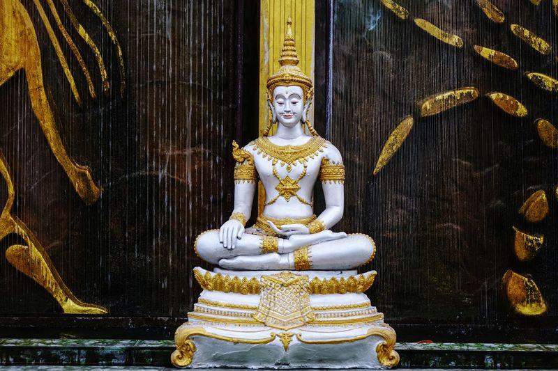 Statue Religion Sculpture Spirituality Idol Indoors  No People Day Close-up Statue Travel Destinations เทพเจ้าโชคลาภ รูปปั้น เทพเจ้า Art Artist Outdoors Gold Luxury