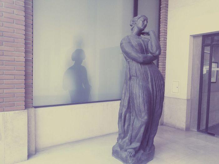 La dame en noir Monochrome