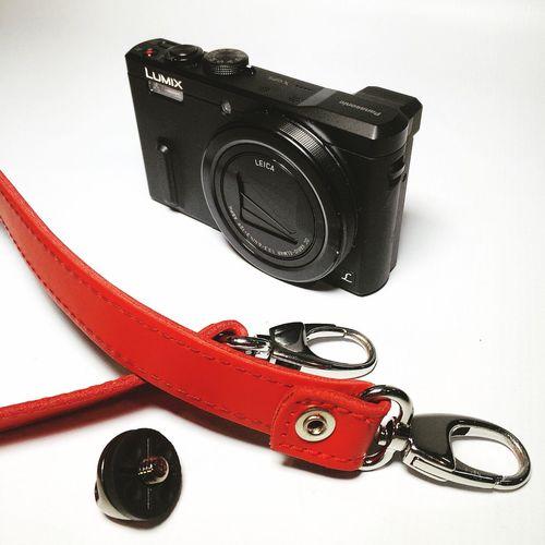 Busca tu propio estilo #retro #vintage #panasonic #lumix #tz60 Elige la manera de llevar tu #camera #longstrap #correa #review #nosvemosenlastiendas . Elige la opción que más se ajusta a tus necesidades #leather ? #nanodelarosa #whynot Shopping Longstrap Camera