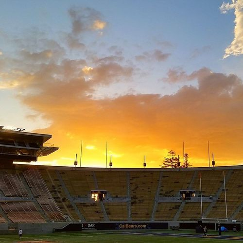 Sunset end of SetDay at Cal Berkeley Collegefootball Gameday tomorrow on Pac12Networks @andytelevision @yogiroth @dx_cutler