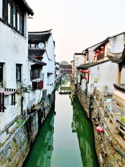 来苏州必去的地方 - 山塘街 🎐💠⚗️✨ The Week On EyeEm EyeEmNewHere EyeEm Selects EyeEm Best Shots AI Now Building Exterior Architecture Built Structure Water Canal Outdoors Residential Building
