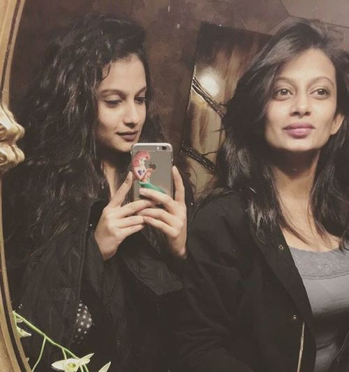 Mirrors Sisterlove Love Sister Sisters Family Instagram Instablogger Cute Beautiful Moments Sisterforlife Selfie Ootd Sibling Sistertime Tueaday Proudsister Mysister Instagood Sisterforever Style Girl Fashion Smiles Toptags writerofig instalike instapic style