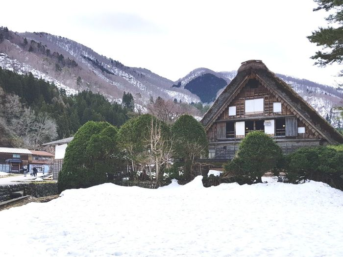 Do you want to build the snow man? Hutandtrees Snow Shirakawago Landscape Village Life Village Snow❄⛄ Gifu,Japan Gifu Japan Tree Water Mountain Snow Cold Temperature Winter House Sky Architecture Building Exterior Snowcapped Mountain Cottage Verbier Deep Snow Hut Powder Snow