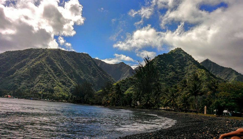 Like a pyramid 🔺 Beautiful Mountain Mountain_collection Mountains And Sky Clouds And Sky Blue Sky Green Nature Beautiful Nature Seaside Teahupoo Surf Spot 🏄😊🌺🌴👍👌💝