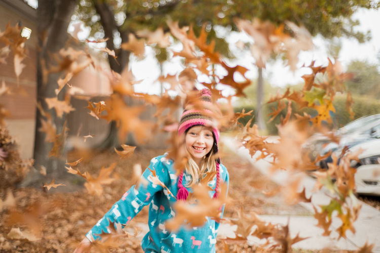 Tossing autumn leaves Autumn EyeEmNewHere Hat Day Fall Front View Happiness Leaves Leisure Activity Lifestyles Nature One Person Outdoors People Play Real People Smiling Standing Throw Tree Young Adult Young Women