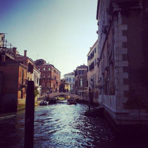 Scorci trovati per caso. Girovagando Venice CaPesaro Canal sunnyday bridge StradaNuova