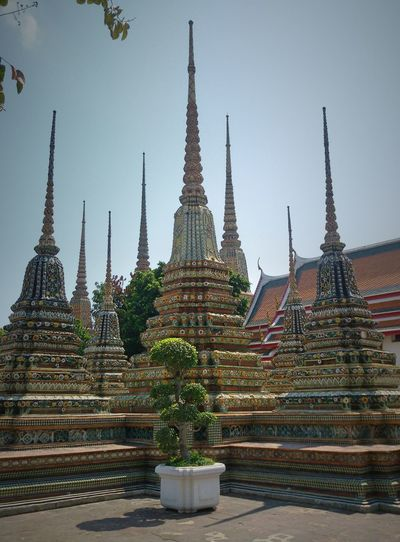 Getting in touch; Wat Poh ( Tatian ), Bangkok, Thailand, Taking photos.