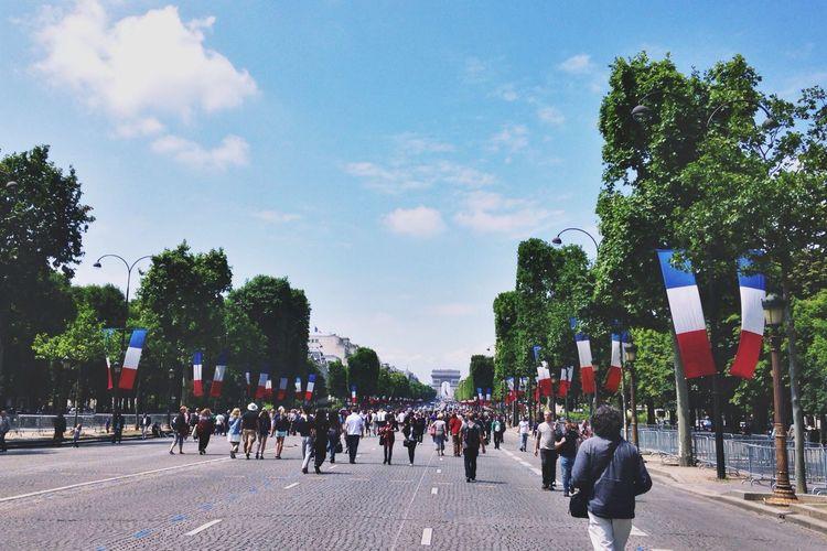 Champs-Élysées  Champs Elysees Champselysées Paris Paris ❤ Paris, France  France France 🇫🇷 Flag Street Road People Tree Trees Sky Celebration