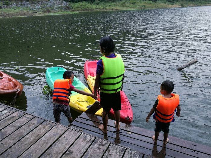 Real People People Nature Outdoors Water Child Children Playing แก่งก้อ ลี้ เด็ก เด็กตัวเล็ก เด็กน่ารัก เด็กน้อย เด็กเล่นน้ำ