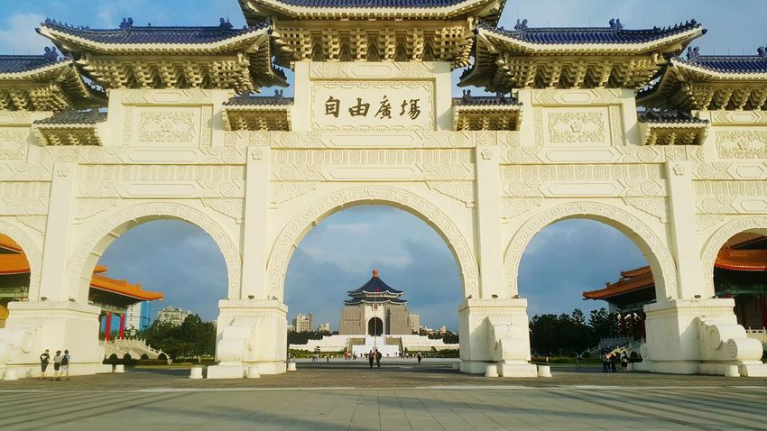 Chiang Kai Shek Memorial All and Gate of Great Centrality and Perfect Uprightness Arch Architecture Travel Destinations Built Structure Day History Triumphal Arch No People Outdoors City Sky Tourism City Taiwan Tradition Beauty In Nature Nature Landscape Building Exterior Monument Taipei,Taiwan Chiangkaishek Chiangkaishekmemorialhall