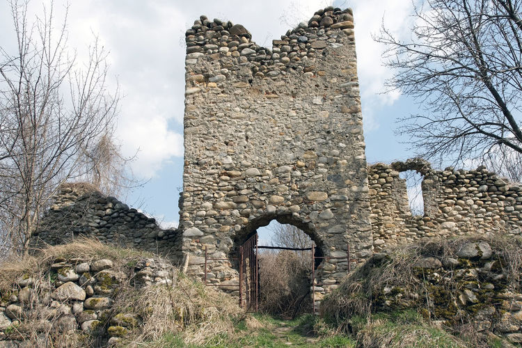 Old ruin building against sky