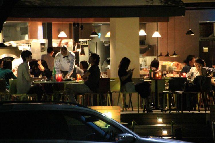 Street Photography Enjoying A Meal Urban Landscape Night
