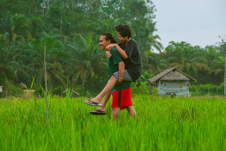 Side view of couple on field