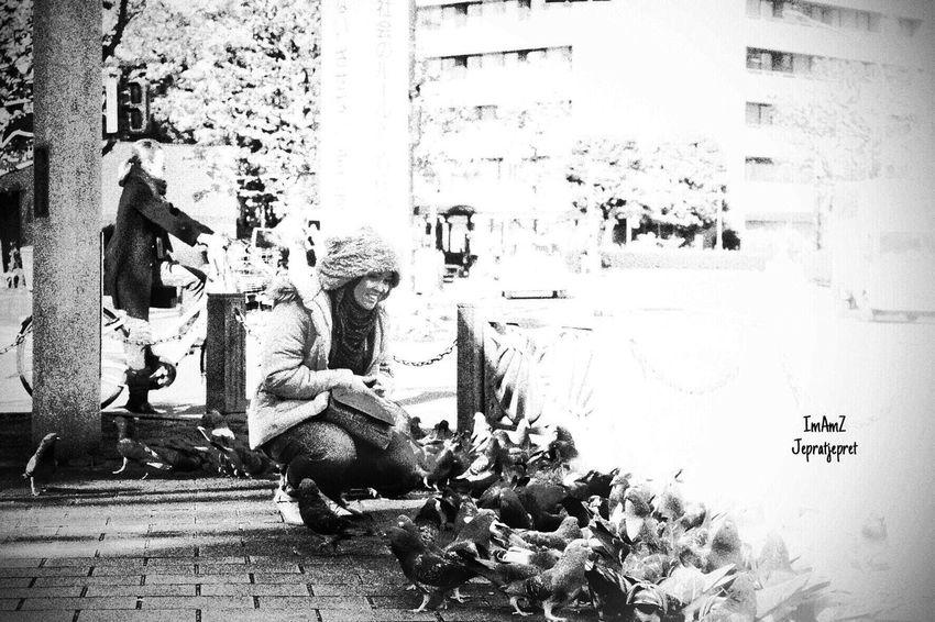 Love n birds City Women People Traveling Fujifilm Fujifilm_xseries Bw Japan Streetphotography Fujixa1