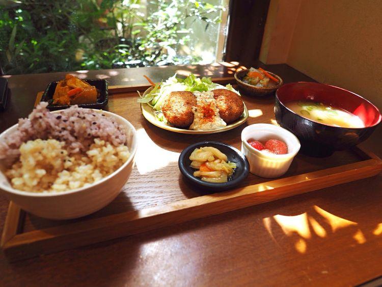 Kyoto Japan Kawaramachi Mumokuteki Cafe Food Tofu Humburg Lunch Delicious Olympus PEN-F 京都 日本 Mumokuteki Cafe&food 昼ごはん 豆腐ハンバーグ 豆腐 玄米 野菜
