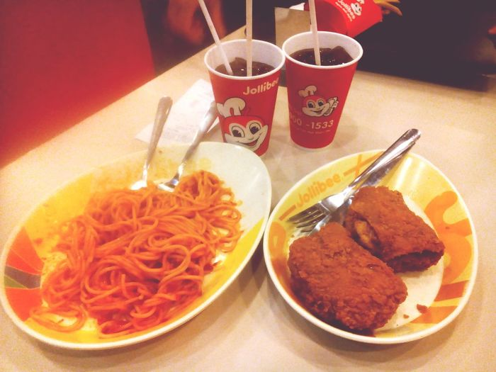 Eating Spaghetti Chickens Jollibee Withmysisters Photo ByTMSSI Dinner Pleiku. Vietnam