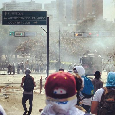 1M 1marzo Chacaito Venezuela sosvenezuela ResistenciaVzla sos laverdad estudiantes gobiernocorructo prayForVenezuela fuerza elquesecansapierde guarimba ResistenciaVzla marcha porlapaz caracas universidades paz estudiantes gobiernocorructo prayForVenezuela fuerza elquesecansapierde gnb lacrimogenas calle