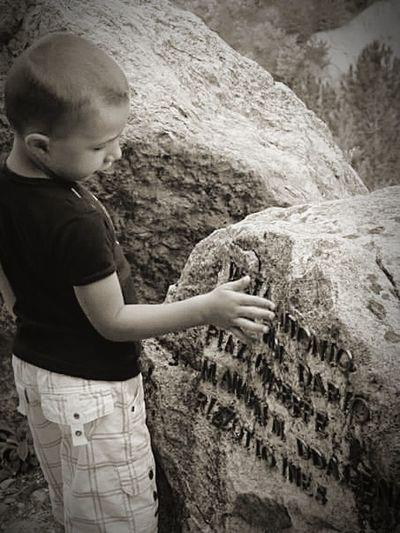 Vajont Diga Pietra Child Human Hand Childhood Close-up