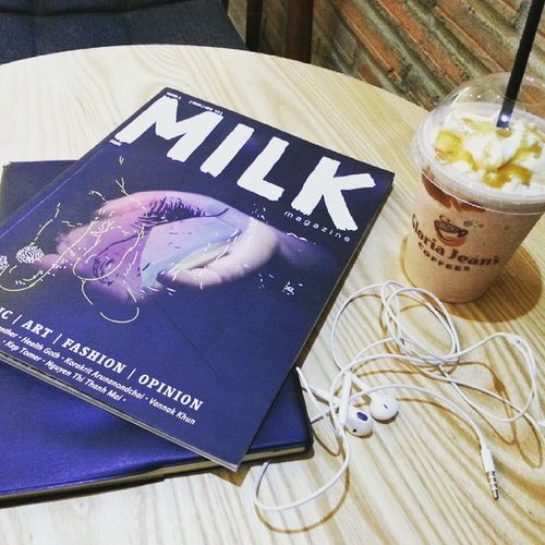 Painting life Milkmagazine Coffeefrappe Headphone Relax Phnompenh Eye4photography  Coffeelovers Magazines