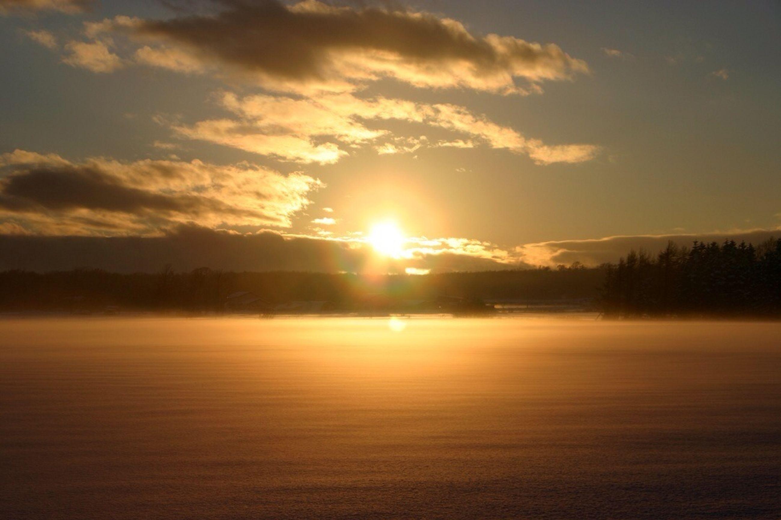 sunset, sun, tranquil scene, scenics, tranquility, beauty in nature, orange color, sky, water, nature, idyllic, silhouette, reflection, sunlight, waterfront, cloud - sky, lake, sunbeam, landscape, non-urban scene