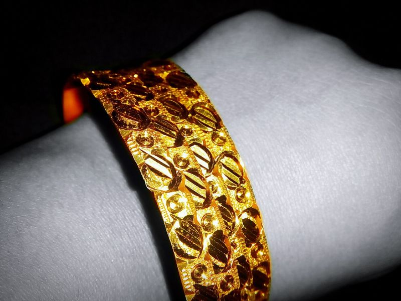 The beauty of gold... Golden Moment Golden View Gold Jewellery Jewellery Art Jewellerydesign Bangles Gold Bangles Intricate Intricatedetails Intricatedesign Detailed To Perfection Detailed Jewelry Highlighted Black And White Photography Black And White Collection  Black And White With A Splash Of Colour Black And White Background Closeupshot Macro Photography