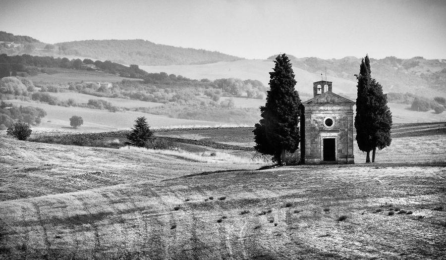 View of cappella della madonna di vitaleta famous church, san quirico d'orcia, italy