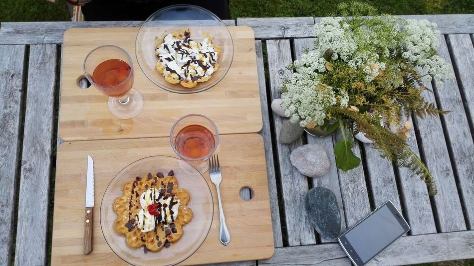 Eating Meals outdoor in my Garden during summer Food And Drink FoodPorn ;) Foodie Homemade Nature Served Table Setting Delicious Eat Eating Out Food Foodiegram Foodporn Foodpornasia Foodpornphotography Garden Gardens Gastropod Homecook Norway1 Outdoors Served On Plate Serving Size Table Yummy